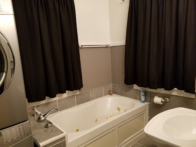 1st Floor Bath